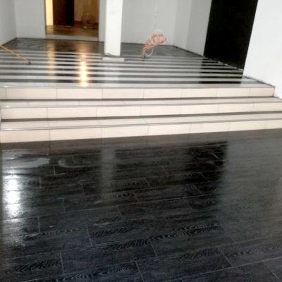 Dunkle Fliesen Fußboden